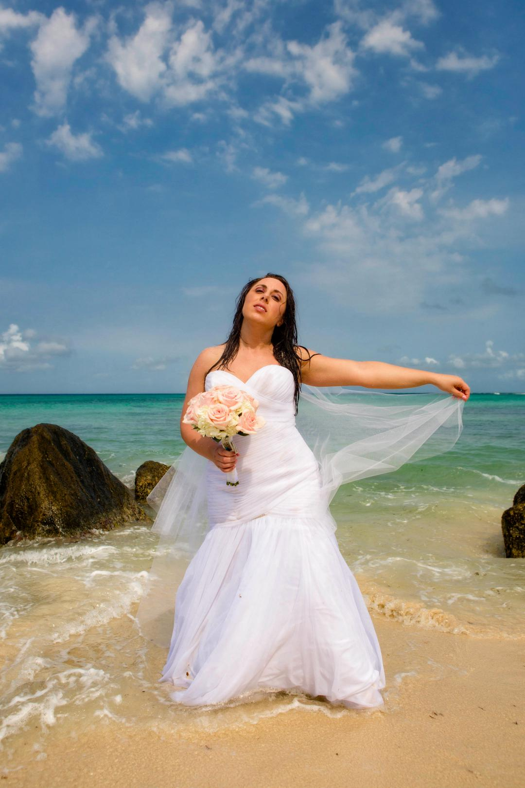 TRASH THE DRESS | Wedding Photography Aruba - Aruba Wedding Photographer